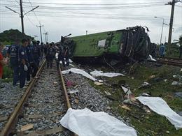 Xe bus lao vào tàu hỏa tại Thái Lan, ít nhất 20 người thiệt mạng và trên 30 người bị thương