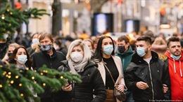 COVID-19 tới 6 giờ sáng 12/12: Thế giới trên 71,3 triệu ca bệnh; 'Giáng sinh giãn cách' sẽ diễn ra ở nhiều nơi