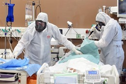 COVID-19 tới 6 giờ sáng 10/12: Số ca bệnh mới và tử vong trên toàn cầu tăng mạnh; Mỹ lại lập kỷ lục buồn