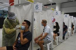 COVID-19 tại ASEAN hết 24/3: Philippines nguy cơ thành tâm dịch mới; Singapore mở rộng tiêm chủng