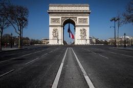 COVID-19 tới 6 giờ 1/4: Pháp phong tỏa Paris hoa lệ; Brazil lập kỷ lục số ca tử vong