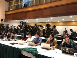Phóng viên quốc tế 'đổ bộ' Trung tâm Báo chí Hội nghị Thượng đỉnh Mỹ-Triều Tiên lần 2