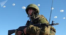 Mãn nhãn xem lính dù Nga tập trận, xe tăng và trực thăng chiến đấu đột kích