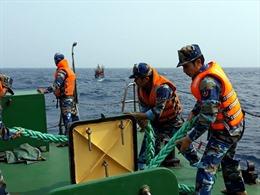 Cảnh sát biển cứu nạn thành công tàu cá cùng 7 ngư dân