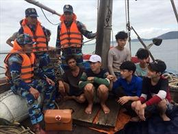 Cảnh sát biển cứu 8 ngư dân gặp nạn trên biển