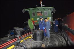 Bộ Tư lệnh Vùng Cảnh sát biển 1 tạm giữ tàu chở gần 40.000 lít dầu vi phạm