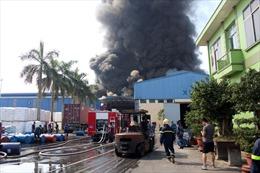 Cảnh sát biển tham gia chữa cháy ở nhà xưởng tại Hải Phòng