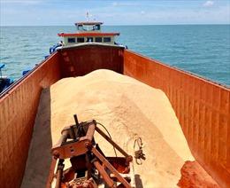 Cảnh sát biển bắt giữ tàu vận chuyển 50 tấn đường không có giấy tờ chứng minh nguồn gốc