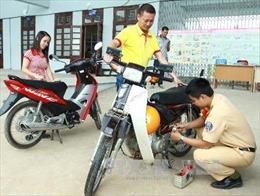 Từ 1/8, sinh viên ngoại tỉnh mua xe không được đăng ký biển số Hà Nội, TP Hồ Chí Minh