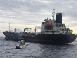 Cảnh sát biển bắt giữ 2 tàu sang mạn trái phép hơn 1.100 m3 dầu DO