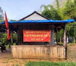 Các chốt kiểm dịch COVID-19 nơi biên giới treo cờ rủ để tang nguyên Tổng Bí thư Lê Khả Phiêu