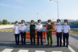 BTL Vùng Cảnh sát biển 1 thăm hỏi, động viên các chốt phòng, chống dịch COVID-19