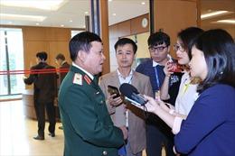 Đại biểu Quốc hội chia sẻ với những mất mát to lớn của nhân dân các tỉnh miền Trung