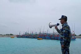 Hỗ trợ ngư dân vào tránh trú bão số 9 trong các âu tàu trên quần đảo Trường Sa