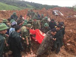 Đại tướng Ngô Xuân Lịch giao cho Quân khu 4 khẩn trương triển khai các biện pháp tìm kiếm cứu nạn