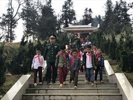 Lực lượng biên phòng luôn sát cánh cùng đồng bào dân tộc thiểu số vùng biên giới