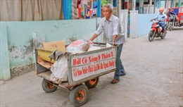 Ông già 75 tuổi hàng ngày nhặt rác làm sạch môi trường biển