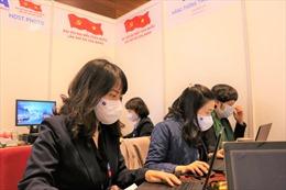 Toàn bộ phóng viên phục vụ Đại hội XIII của Đảng đeo khẩu trang, đề cao công tác phòng dịch COVID-19