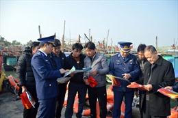 Cảnh sát biển mang Xuân yêu thương đến với đồng bào vùng lũ