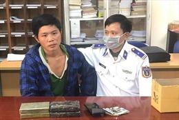Cảnh sát biển phối hợp bắt giữ 3 đối tượng, thu 12 bánh heroin
