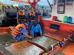 Cảnh sát biển bắt giữ tàu chở 60.000 lít dầu DO không rõ nguồn gốc