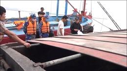 Cảnh sát biển bắt giữ tàu vận chuyển hơn 500 tấn than cám bất hợp pháp