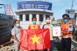 Cảnh sát biển đồng hành với ngư dân tại huyện Hòn Đất