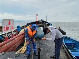 Cảnh sát biển tạm giữ 15.000 lít dầu DO không rõ nguồn gốc