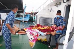 Cảnh sát biển cấp cứu dân quân viên trên đảo Thổ Châu