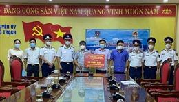 BTL Vùng Cảnh sát biển 1 trao tặng 50 suất quà cho bà con ngư dân bị ảnh hưởng của dịch