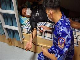 Tàu Cảnh sát biển đã cứu được 18 thuyền viên gặp nạn do bão Côn Sơn