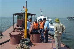 Bộ Tư lệnh Vùng Cảnh sát biển 1 tạm giữ tàu có dầu vi phạm