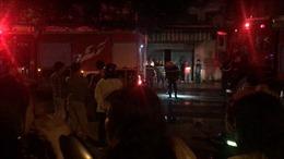 Nhà ba tầng trong hẻm bốc cháy, ba người ngạt khói bất tỉnh
