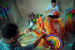 Gia đình hơn 50 năm làm lồng đèn truyền thống ở TP Hồ Chí Minh