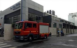 Hỏa hoạn 'ghé thăm' cửa hàng Sài Gòn Ford, nhiều người tháo chạy