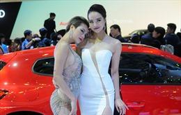Ngắm dàn 'chân dài' nóng bỏng tại triển lãm ô tô Việt Nam 2018
