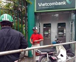 Đang rút tiền tại cây ATM, bị tạt ớt vào mắt để cướp 10 triệu đồng