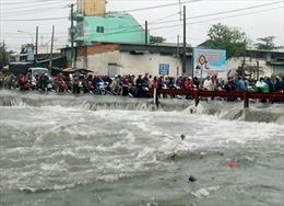 Bão số 9: Nam thanh niên bị nước cuốn mất tích khi trên đường về nhà trong bão