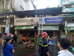 Cháy lớn 2 căn nhà, 1 người bị thương