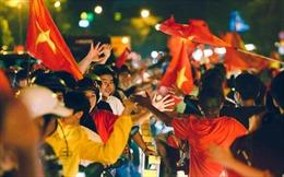 Những kiểu ăn mừng chiến thắng 'độc, lạ' của cổ động viên TP Hồ Chí Minh