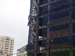 Đứt cáp cần cẩu công trình 12 tầng, 1 người bị thương