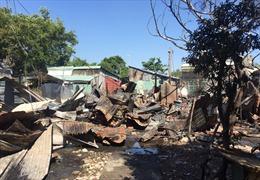 Cháy lớn thiêu rụi 7 phòng trọ và 1 nhà dân, nhiều người thoát nạn