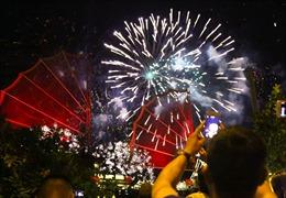 Pháo hoa rực rỡ chào đón Năm mới 2019 ở TP Hồ Chí Minh