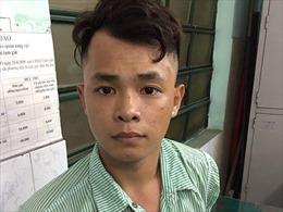 Giật điện thoại du khách Hàn Quốc chưa 'nóng' tay, tên cướp đã bị trinh sát tóm gọn