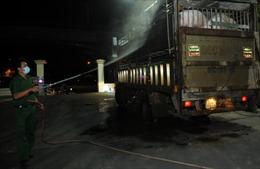 Những người trắng đêm ngăn thực phẩm 'bẩn' vào thành phố