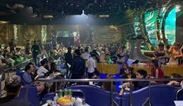 'Đột kích' quán bar, đưa 150 'dân chơi' đi kiểm tra ma túy