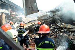 Hỏa hoạn thiêu rụi 800m2 xưởng đóng gói rau, củ, quả cùng 4 xe ô tô