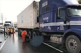 Xe container tông chết một người Mỹ khi chạy bộ qua đường