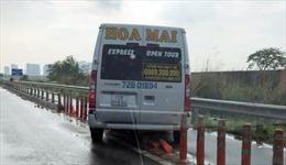Kiến nghị xử lý nghiêm ô tô lưu thông vào làn của xe 2 bánh trên đường dẫn cao tốc