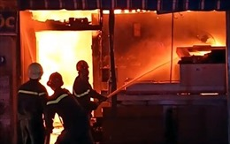 Dập tắt vụ cháy lớn trong khu dân cư ở Lâm Đồng
